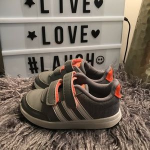 Toddler boys girls Adidas gray sneakers trainers